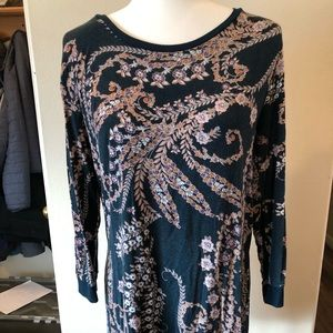 Long length patterned top
